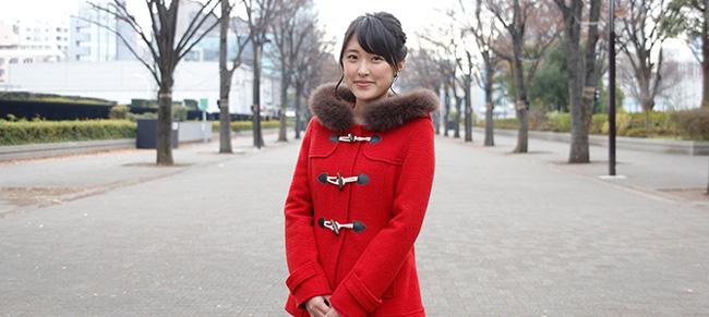 近江友里恵アナウンサーの赤いコート
